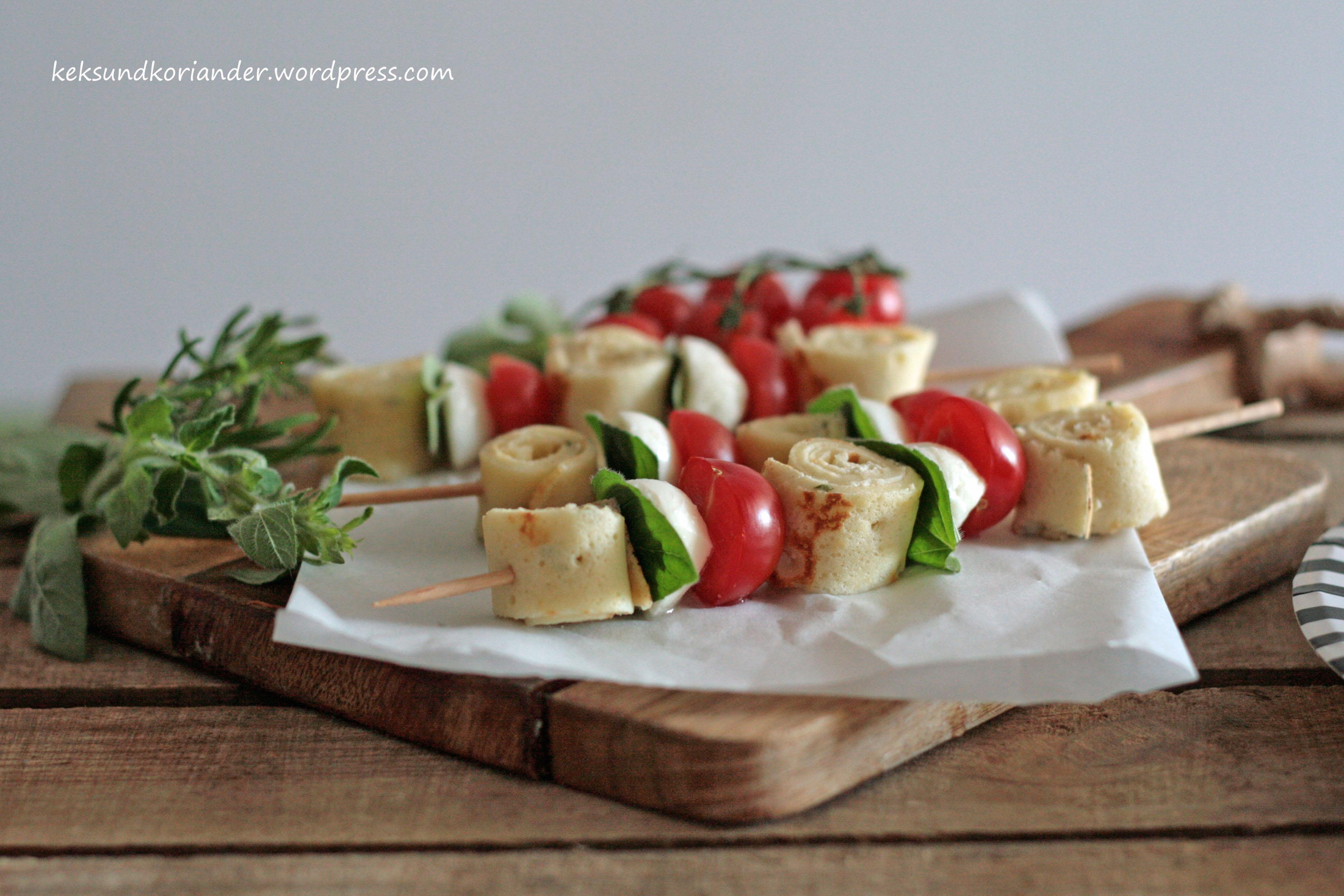 tomaten-mozzarella-Spieße mit Rosmarinpfannkuchen 2