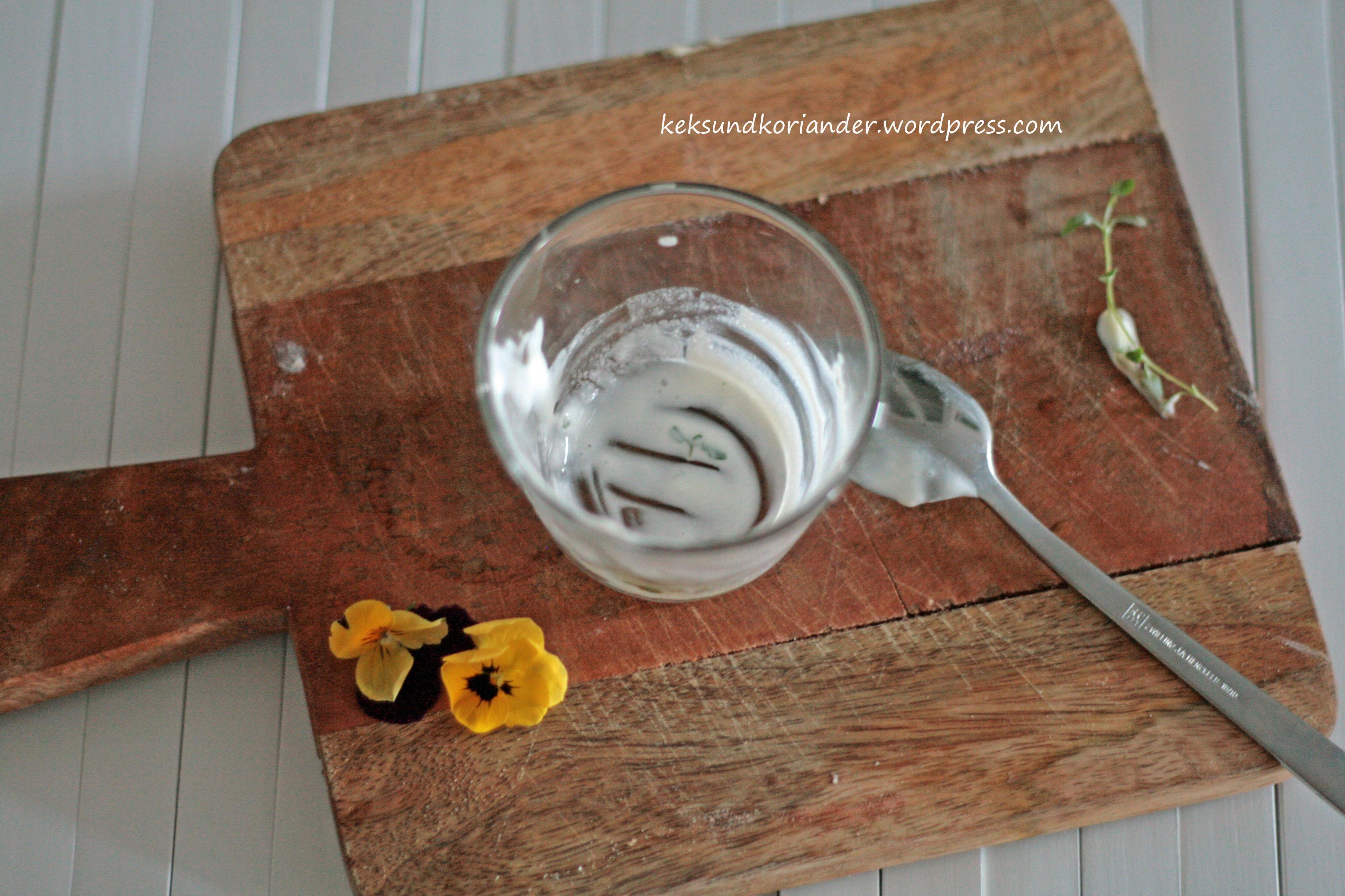 Joghurteis mit Thymian und Honig ohne Eismaschine leer