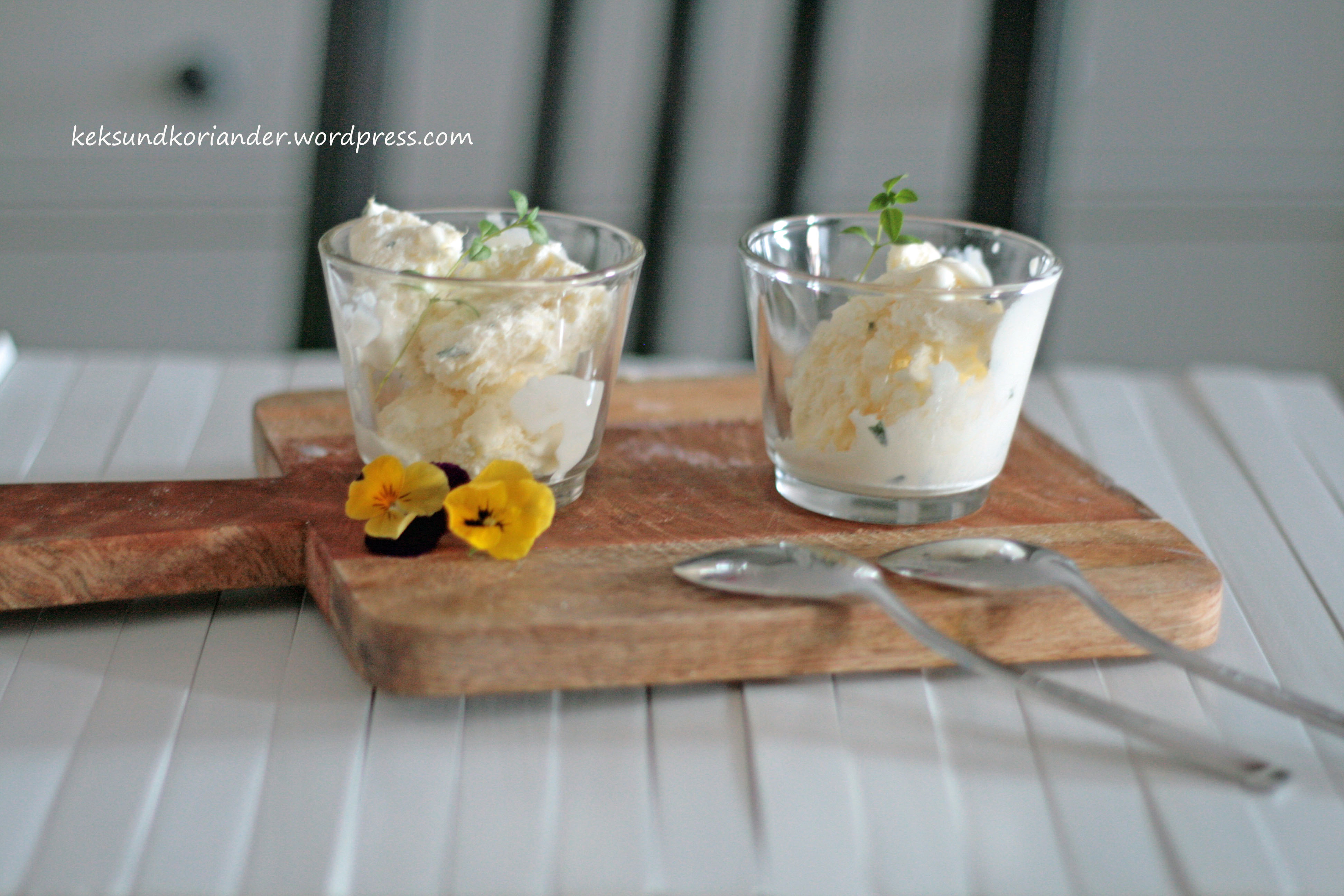 Joghurteis mit Thymian und Honig ohne Eismaschine
