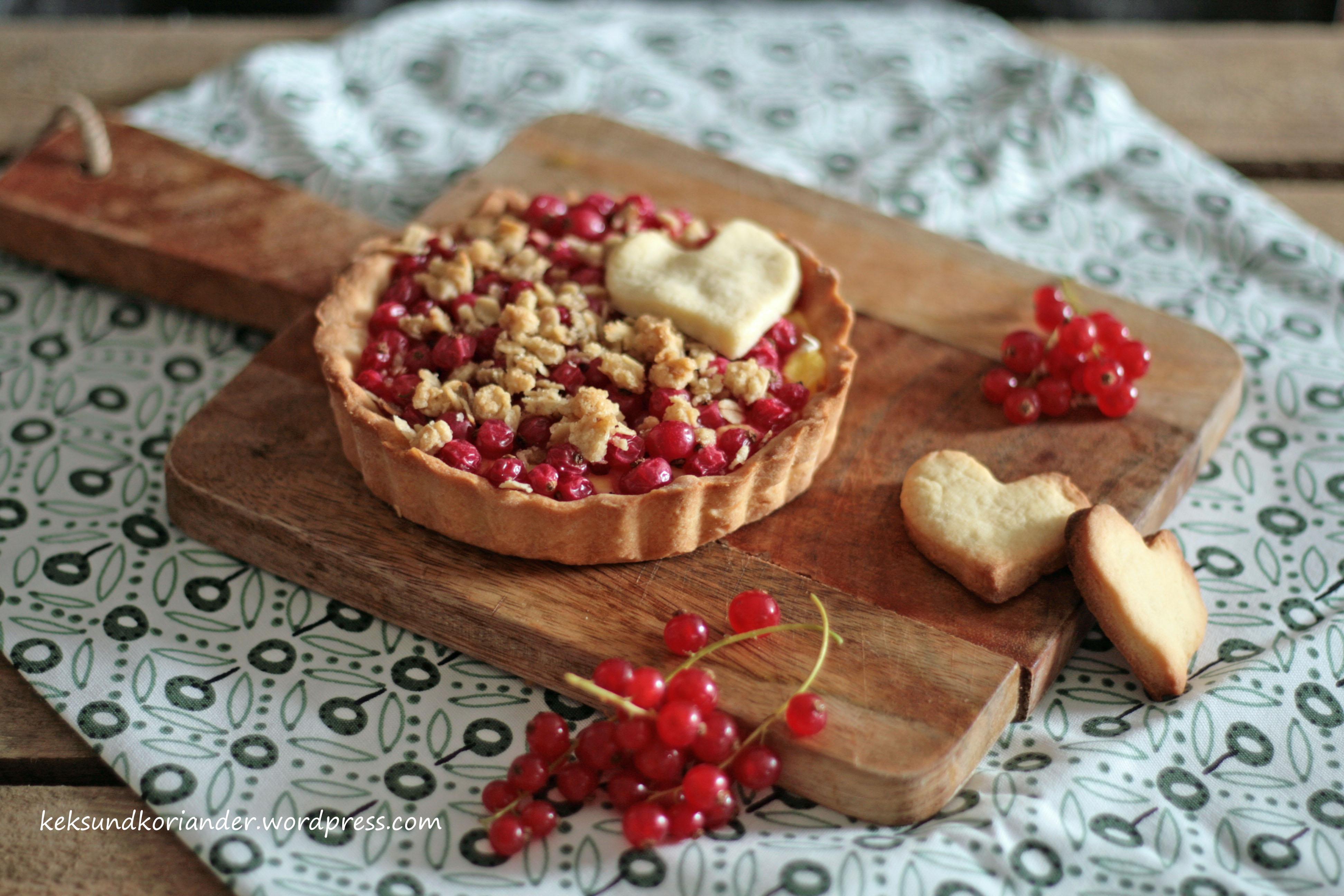 Johannisbeertarte mit pudding und streuseln