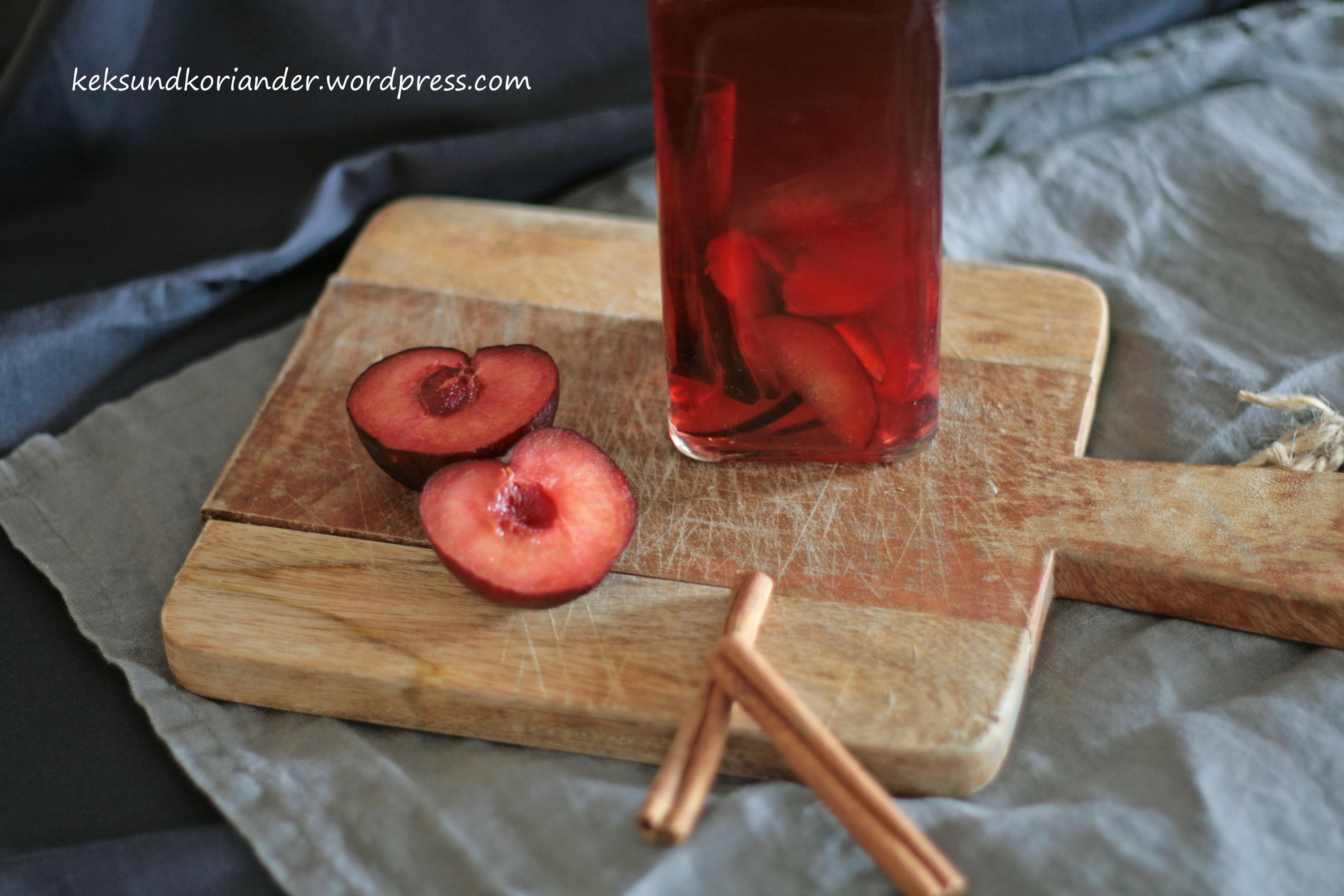 aromatisierter Essig mit Pflaume und Zimt3