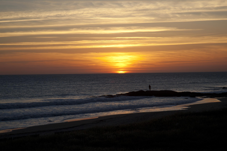 Yoga bei Sonnenaufgang, Surfen in den Sonnenuntergang: Yoga-Surf ...