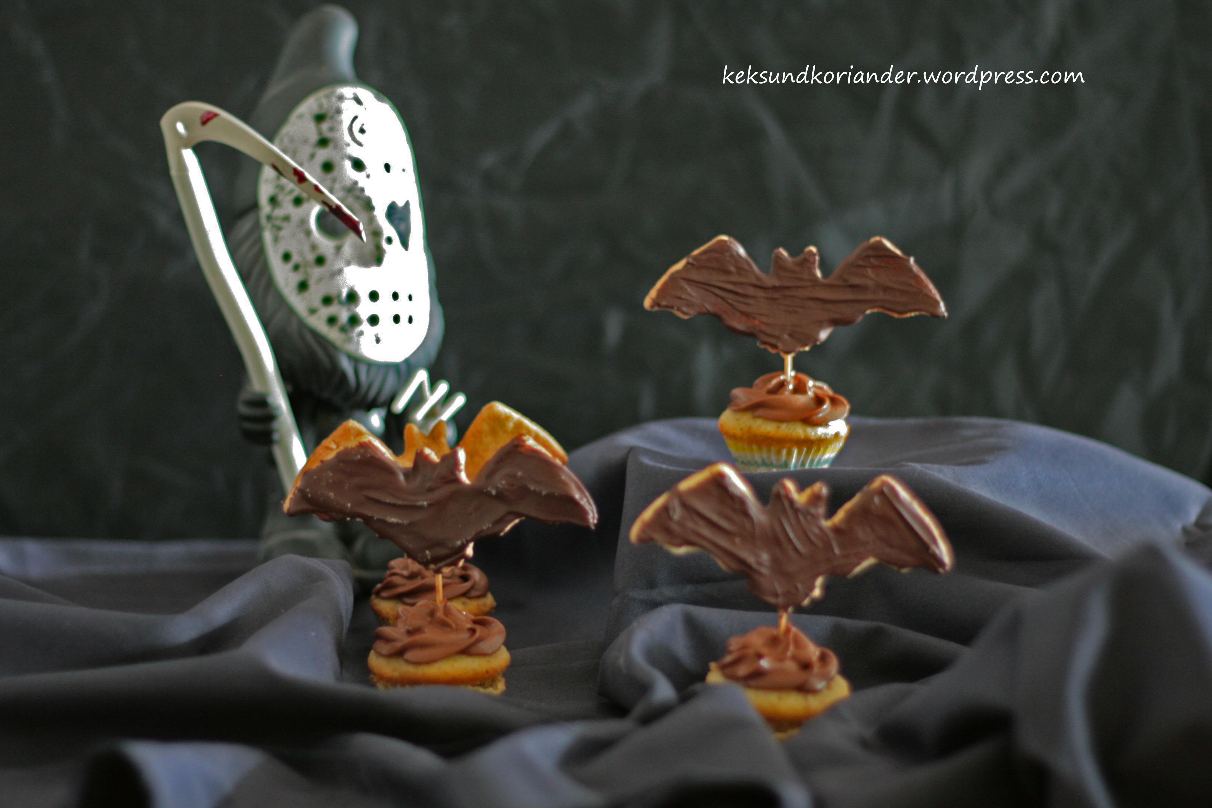 Kürbismuffins mit Fledermauskeks Schokofrosting Halloween