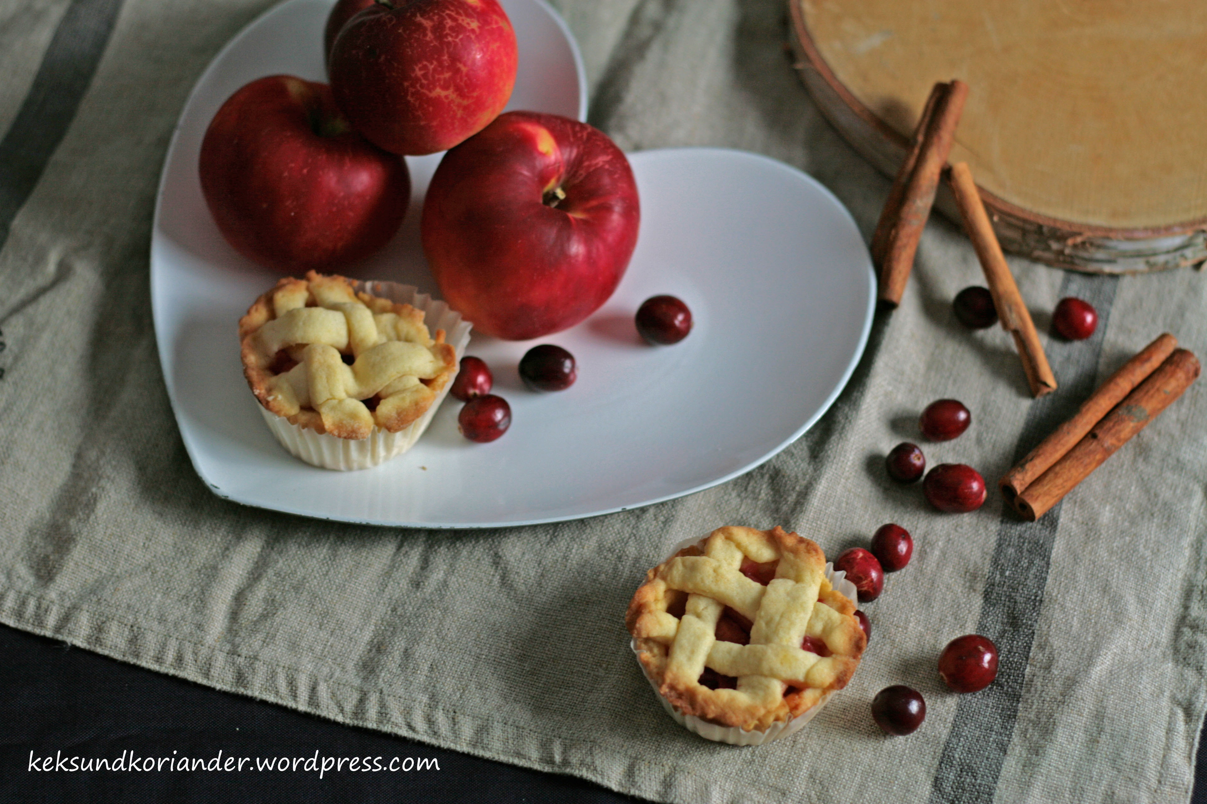 Mini Apple Cranberry Pie mit Zimt