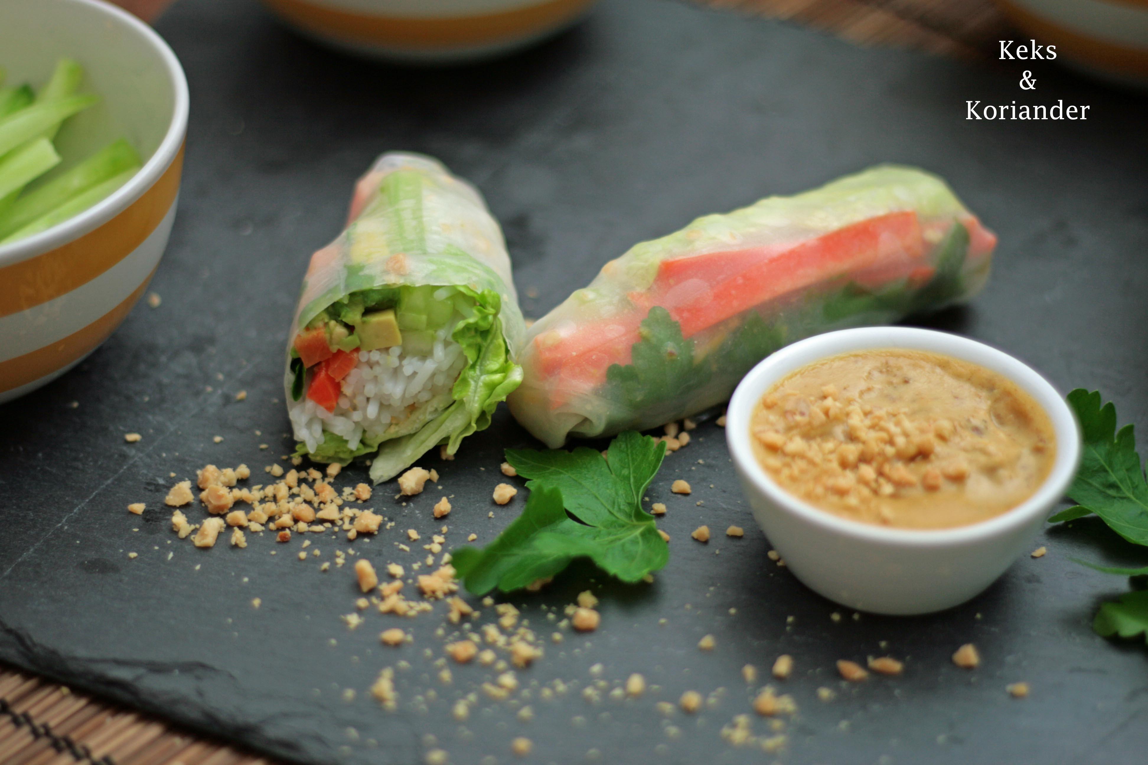 Vietnamesische Sommerrollen mit Sate Hähnchen und Erdnusssauce