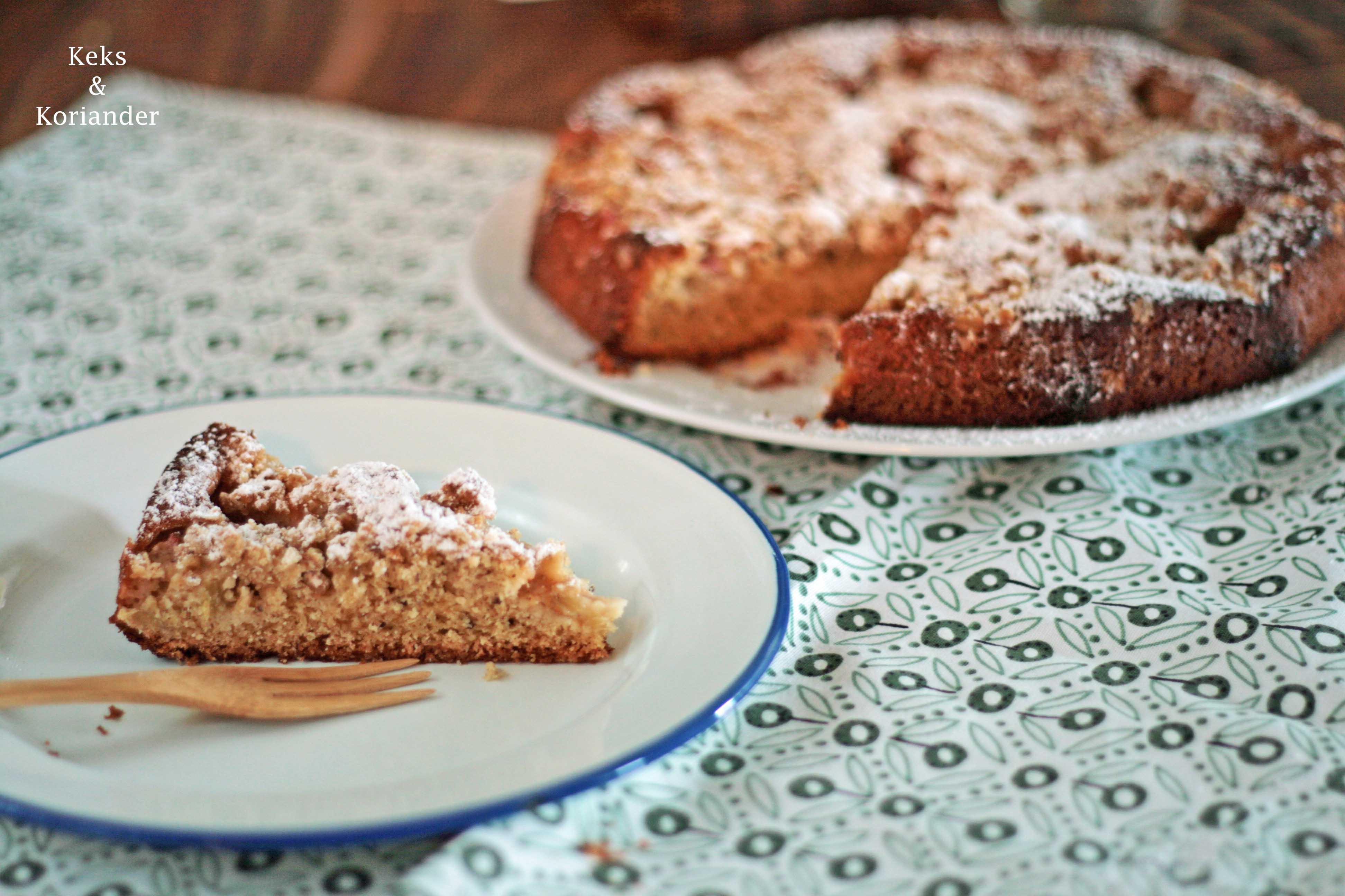 Rhabarberkuchen mit Streuseln und Vanille