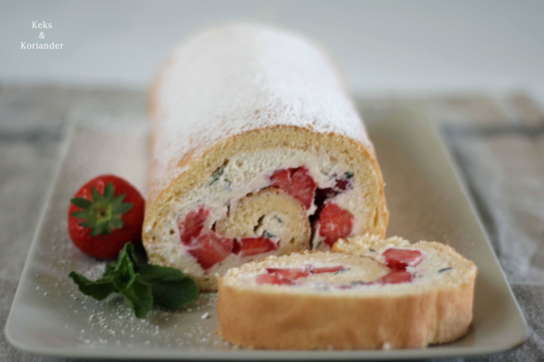 Erdbeer-Minz-Rolle Roulade mit Erdbeeren und MInze 3