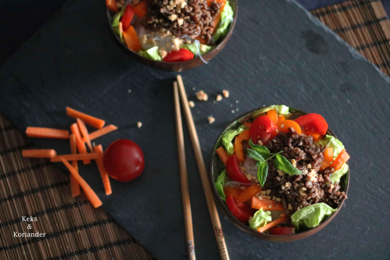 Glasnudelsalat mit Hackfleisch, Karotten, Tomaten und Paprika 2