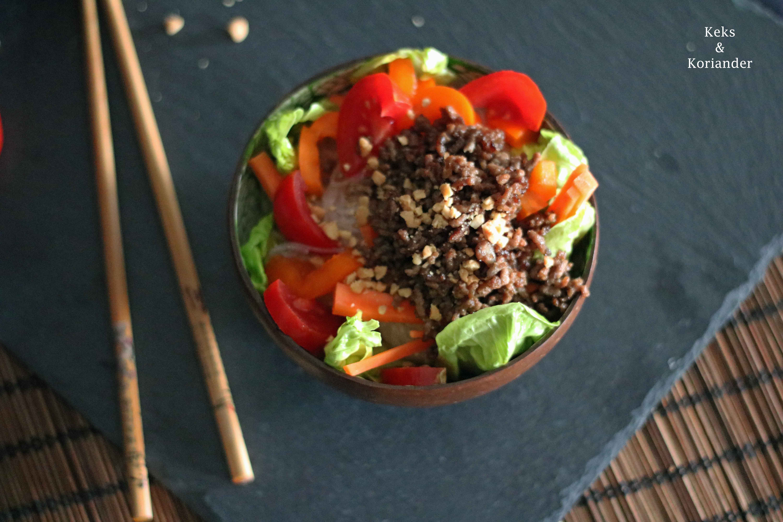 Glasnudelsalat mit Hackfleisch, Karotten, Tomaten und Paprika 4
