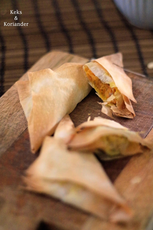 Samosas mit vegetarischer Füllung Süßkartoffel, Karotte, Paprika