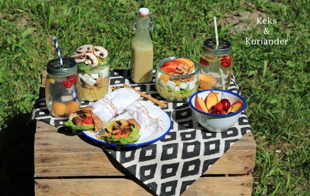Picknick im englischen Garten Salat Buchweizenwraps infused water