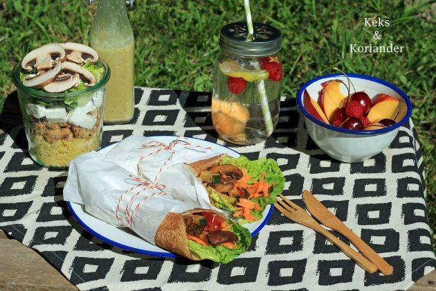 Wraps aus Buchweizenpfannkuchen eingelegte Zucchini Picknick 3