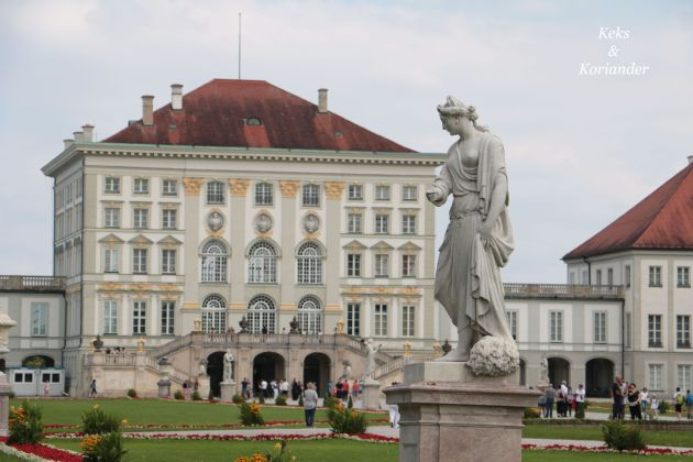 Nymphenburger Schlosspark München Sommer Statue Rückseite