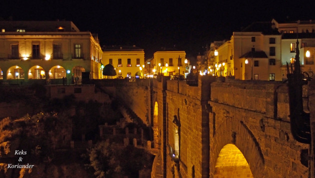 Ronda bei Nacht Andalusien Spanien
