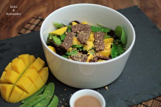exotischer-salat-mit-rindfleisch-mango-und-erdnussen-3
