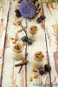 healthy-vanillecreme-mit-zwetschgen-crumble