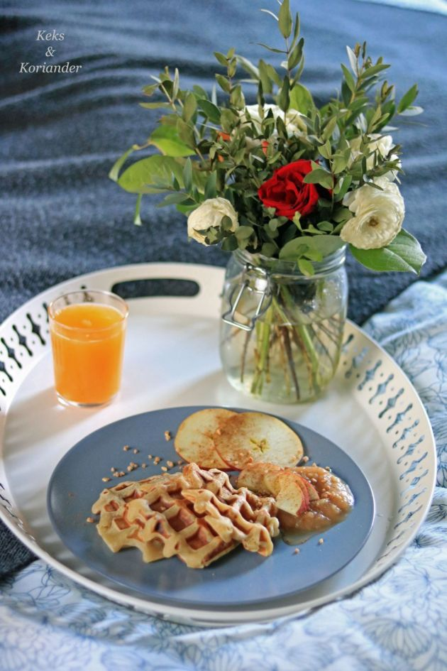 apfelwaffeln-mit-selbstgemachtem-apfelmus-und-krokant-2