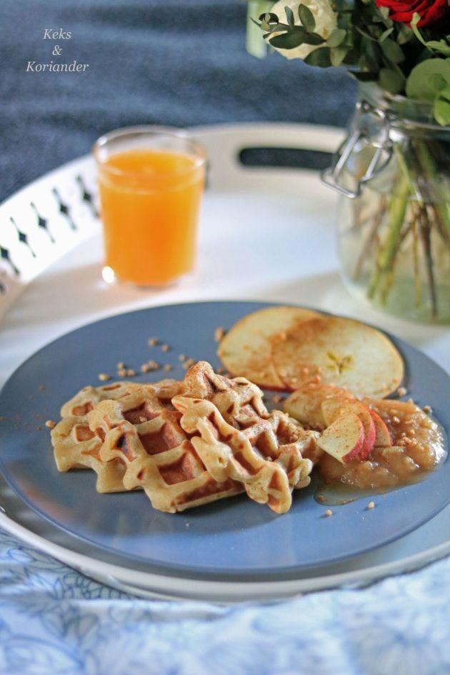 apfelwaffeln-mit-selbstgemachtem-apfelmus-und-krokant-3
