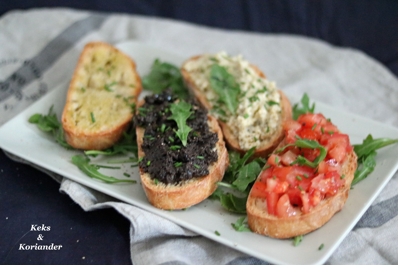 Bruschetta miste mit Artischokencreme Olivencreme Tomaten und Knoblauch