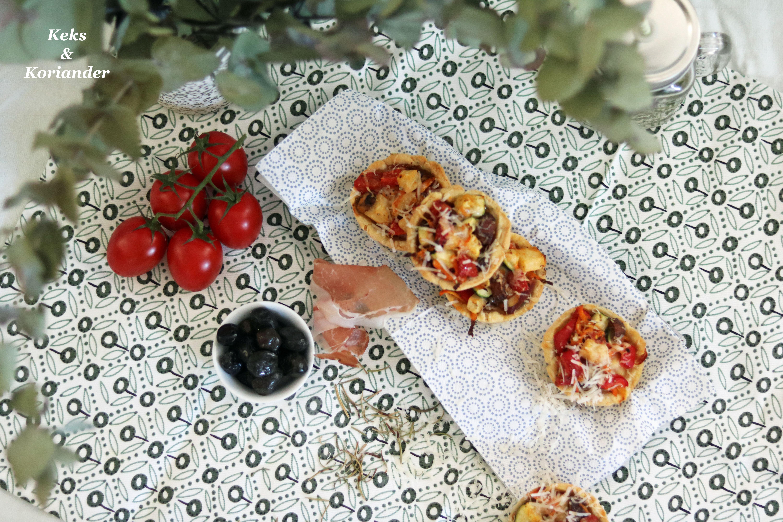 Mürbeteig-Muffins mit Ratatuille Füllung, Prosciutto und Parmesan 4