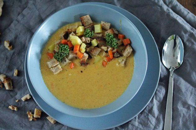 Karotten-Pastinakensuppe mit Ingwer Zimt Kurkuma