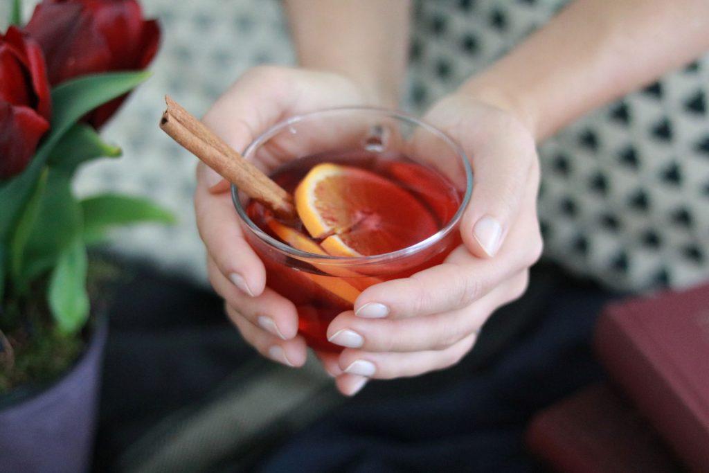selbstgemachter Tee Hibiskus Orange Zimt