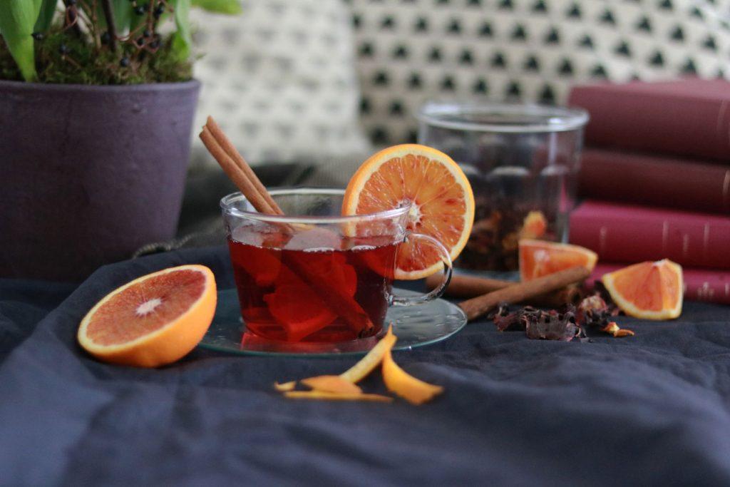 selbstgemachter Tee mit Hibiskus Orange und Zimt