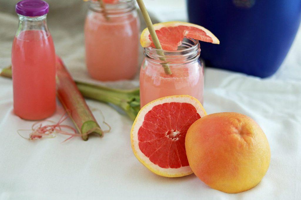 Rhabarber-Grapefruit-Schorle selbstgemachter Rhabarbersaft