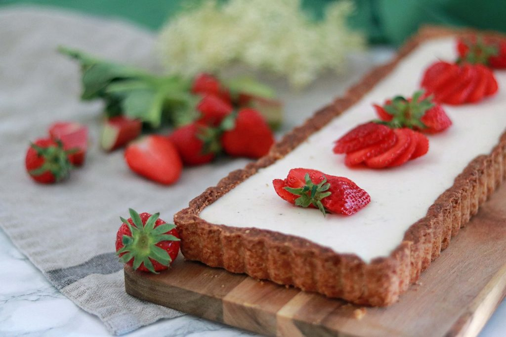 Tarte Rhabarber Erdbeeren Panna Cotta Holunderblüten
