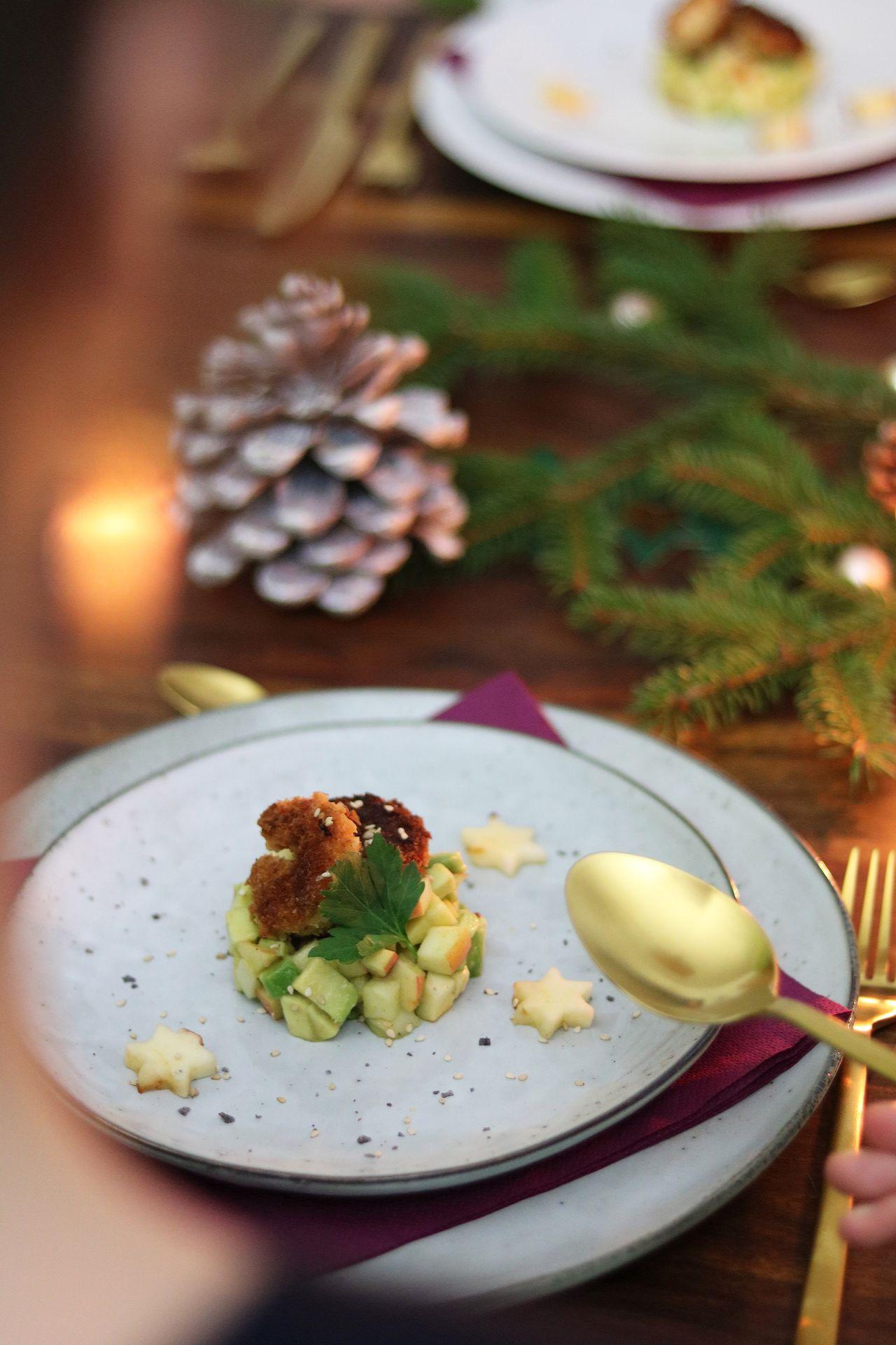 Apfel-Avocado-Salat mit knusprig panierten Garnelen Sterntaler märchenhafte Weihnachten