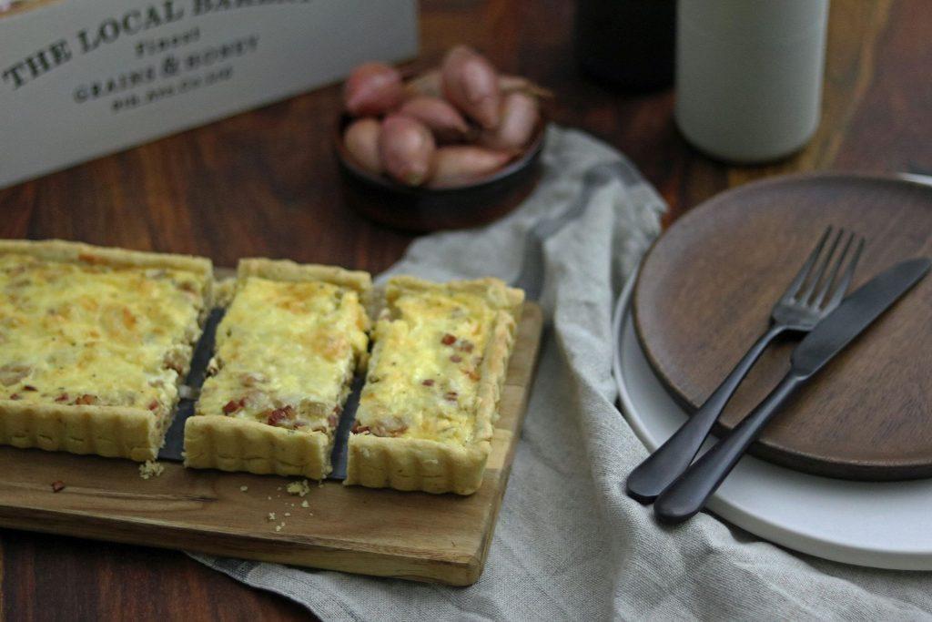 Zwiebeltarte mit Speck und Käse Quiche